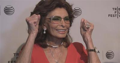 Sophia Loren riceve un regalo inaspettato