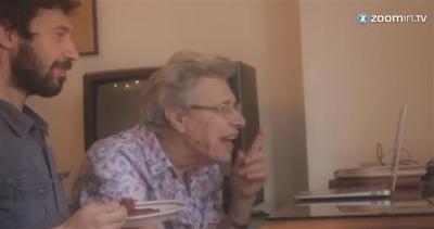 'Nonna, ecco come funziona skype'