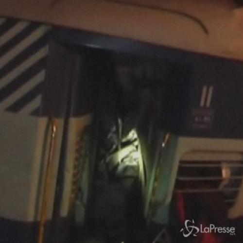 Scontro fra 2 treni in India nell'Uttar Pradesh: 12 morti ...