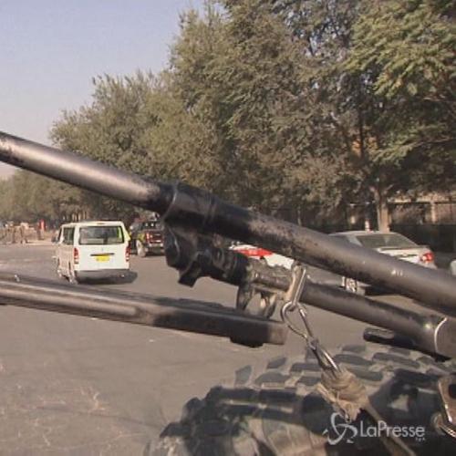 Kamikaze contro 2 autobus esercito in Afghanistan: 7 morti, ...