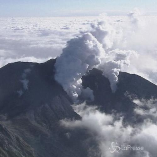 Giappone, saliti a 48 i morti in eruzione vulcano Ontake    ...