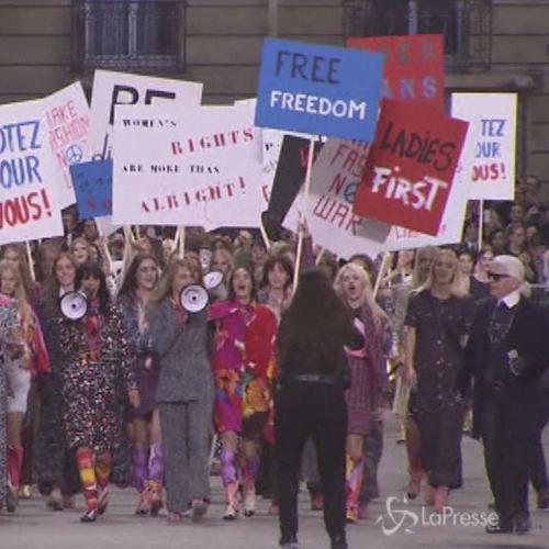 La 'Chanel boulevard' stupisce il Grand Palais di Parigi    ...
