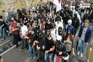 In corteo contro Bce, tensione con polizia