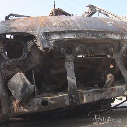 Pakistan, esplosione bomba su minibus a Peshawar: 7 morti, ...