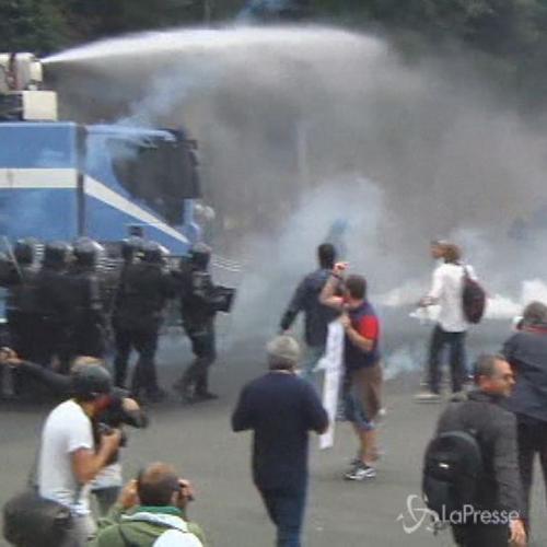 Proteste a Napoli contro disoccupazione e austerità per ...