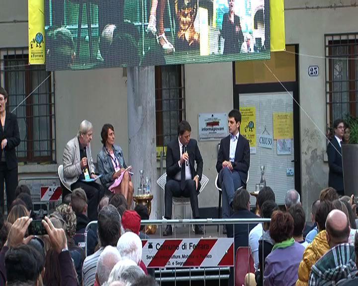 """Renzi contestato a Ferrara: """"Rispetto chi non la pensa come me"""""""
