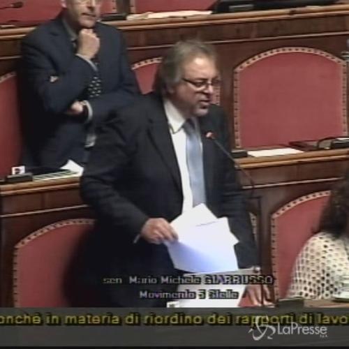 Job Act, Giarrusso (M5S): Art. 18 applicato a 2/3 lavoratori, ma Renzi mente su dati