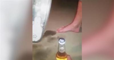 Aprire una bottiglia di birra con una sega elettrica