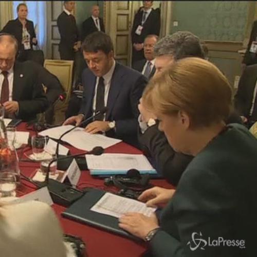 Putin e Poroshenko allo stesso tavolo a Milano. Putin, ...