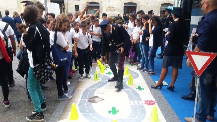"""Laura Boldrini """"artista"""" in piazza per la sicurezza ..."""