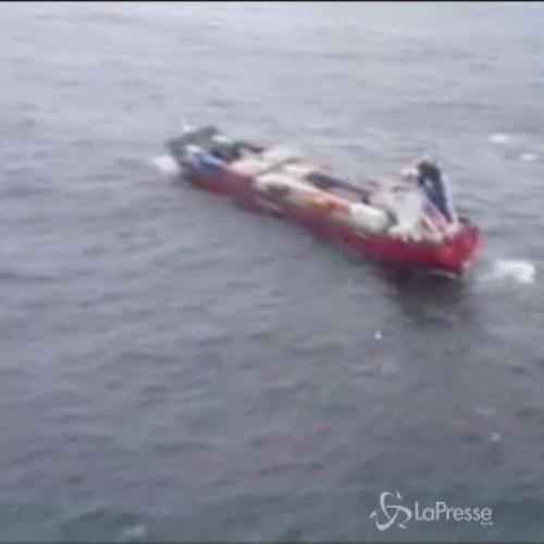 Nave container russa in avaria soccorsa al largo della ...