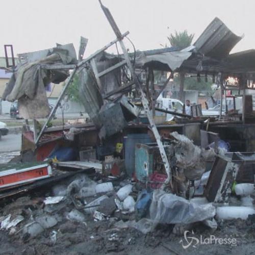In una sola sera 28 morti per esplosione di tre autobombe a ...