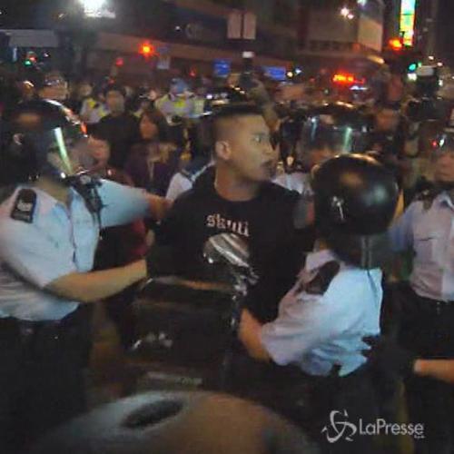 Hong Kong, nuovi scontri tra polizia e manifestanti: 3 ...