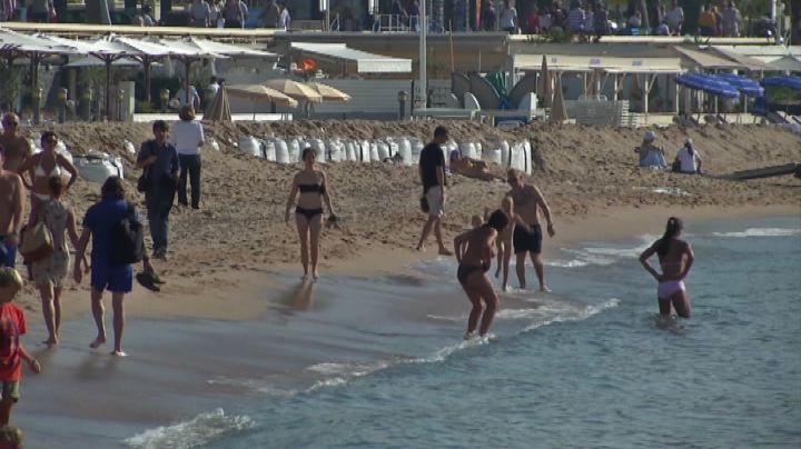 Caldo e sole, a Cannes spiagge affollate come in piena ...
