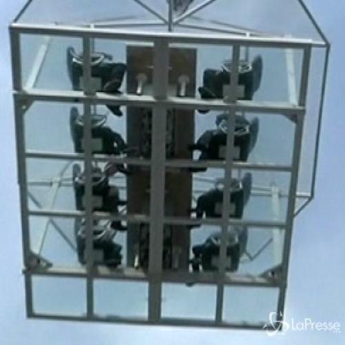 Cina, pranzo gratis su gru a 20 metri: l'idea di ...