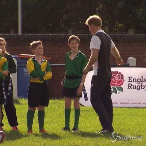 Principe Harry gioca partita di rugby con ragazzini