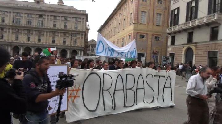 Tensione al corteo a Genova, in piazza dopo l'alluvione     ...