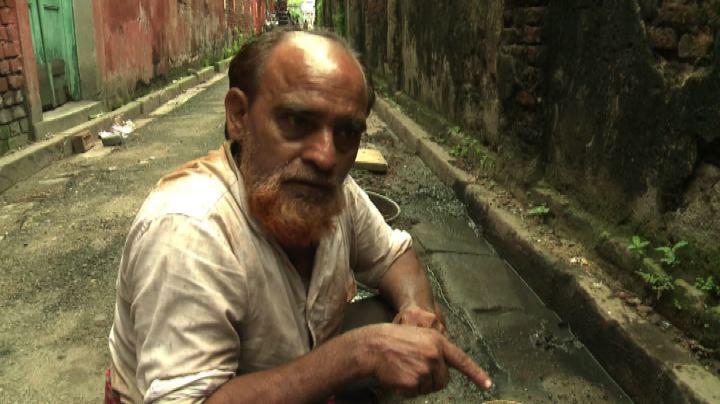 Calcutta, il duro lavoro dei newara, i cercatori d'oro ...