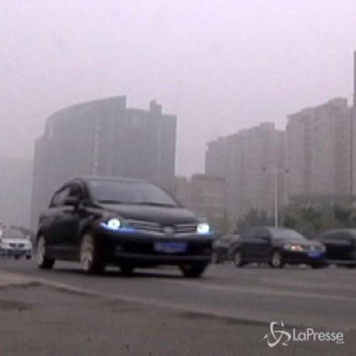 Fitta nebbia in Cina: traffico in tilt