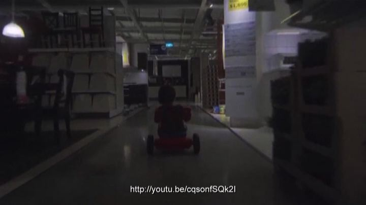 """Shining"" all'Ikea, lo spot per Halloween da Singapore"