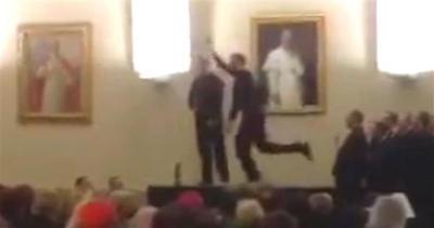 Il prete balla il tip tap, ed è subito virale