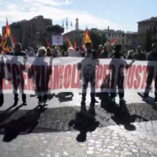 Lavoro, corteo Usb a Roma: Renzi e Madia da licenziare per ...