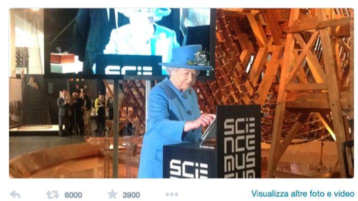 La regina Elisabetta debutta su Twitter, si firma Elizabeth ...