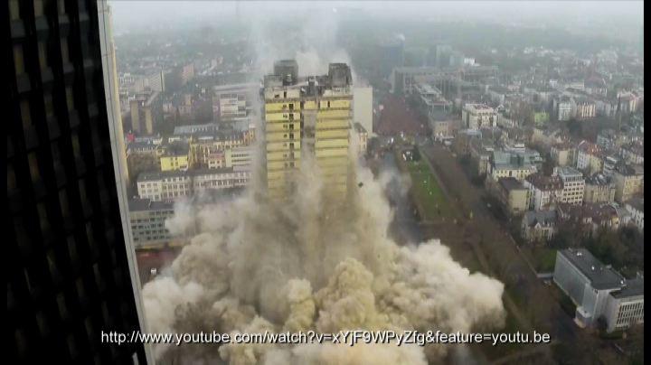 Perfetto collasso di edifici