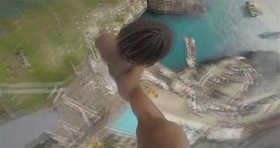 Jamaica, spettacolare tuffo da 30mt con GoPro