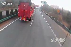 Tampona Tir ma il conducente del mezzo pesante non si ...
