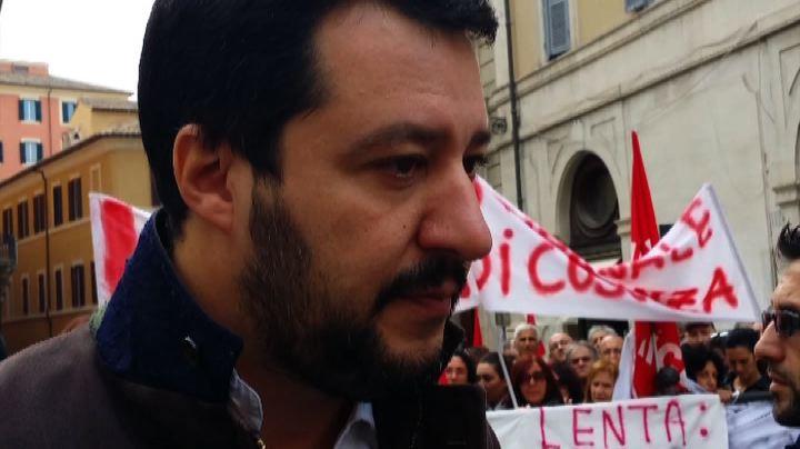 Salvini in piazza con i precari della giustizia