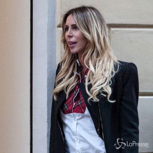 Guendalina Canessa in un sexy cambio abito: lo shopping è ...