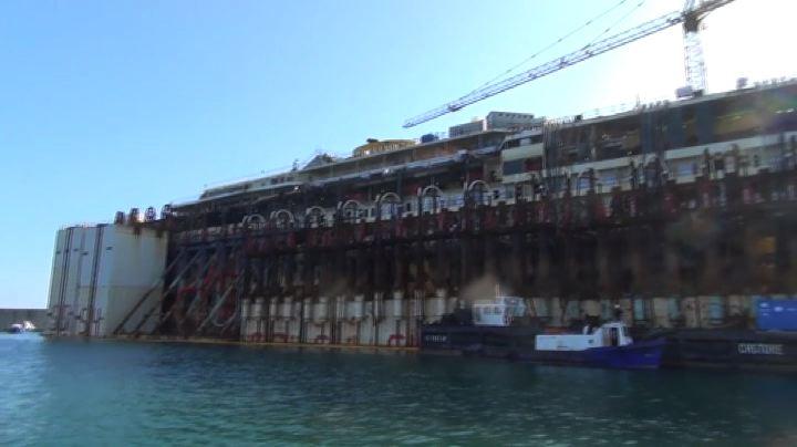 Nude News - Il cantiere della Concordia a Genova