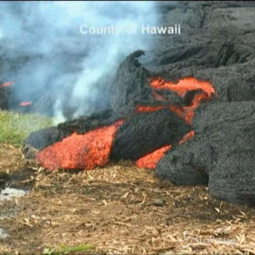 Continua ad avanzare il fiume di lava del vulcano Kilauea ...