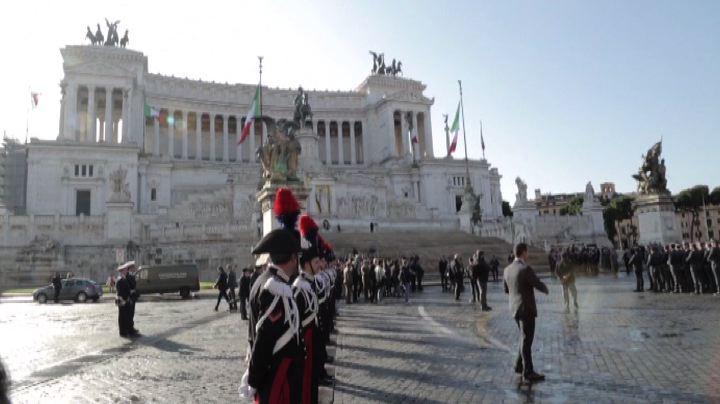 4 novembre, Napolitano ad Altare Patria depone corona di alloro