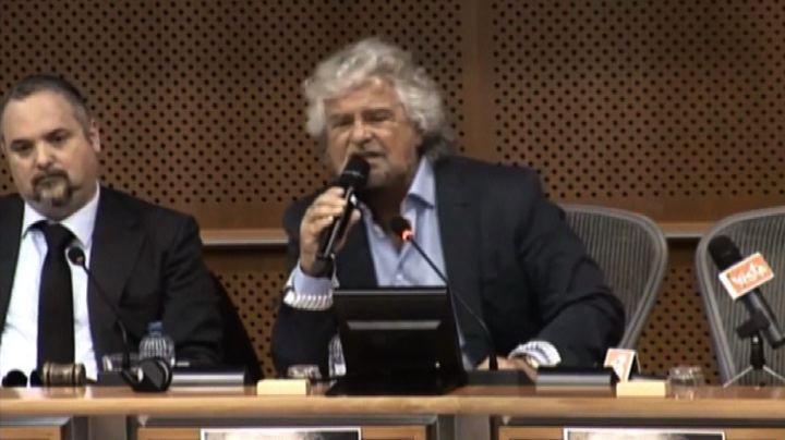 Grillo: non siamo in guerra con Isis o Russia ma con la Bce