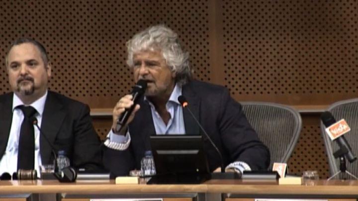 Bruxelles, show di Grillo: riprendiamo sovranità monetaria