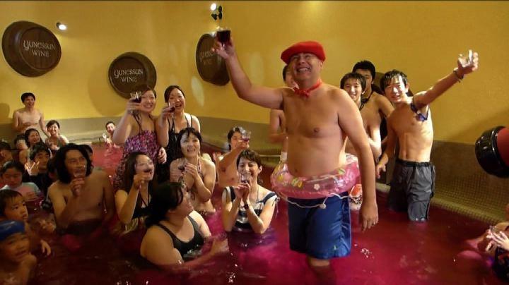 Un bagno nel vino per dare il benvenuto al Beaujolais - ...