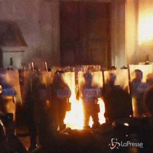 Scontri tra manifestanti e polizia a Città del Messico     ...