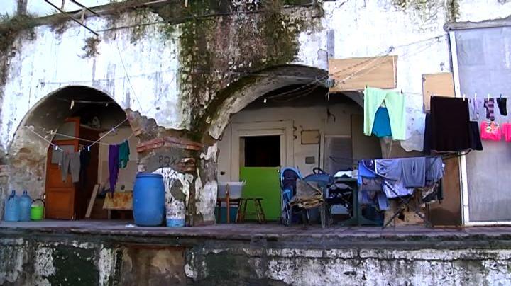 Napoli, sequestrato e sgomberato il campo rom di via ...