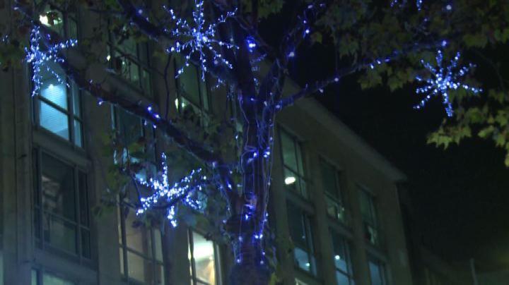 Parigi, accese luci natalizie sugli Champs-Elysees - Nude ...