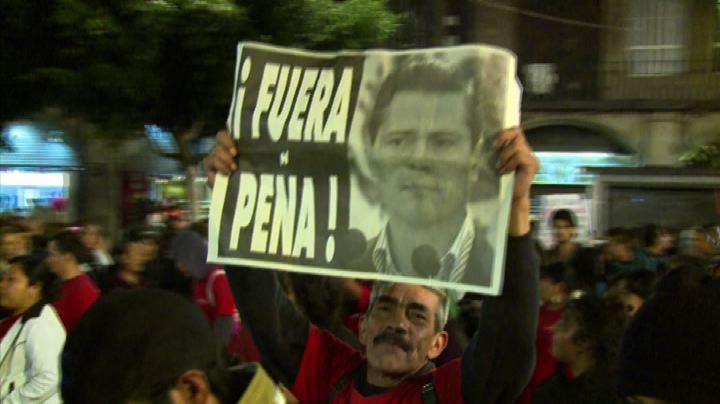 Messico, scontri al corteo per i 43 studenti scomparsi