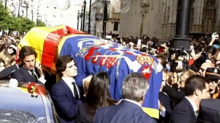 Spagna, decine di migliaia di persone a funerali Duchessa ...