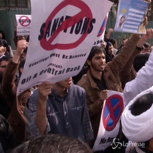 Teheran, studenti manifestano contro le sanzioni all'Iran   ...