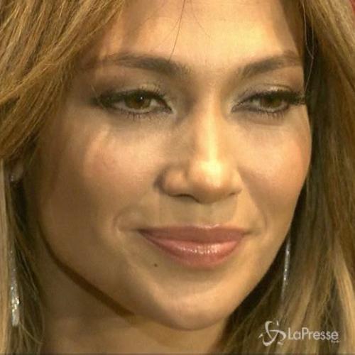 Jennifer Lopez fa l'esfoliazione delle gambe con i diamanti ...