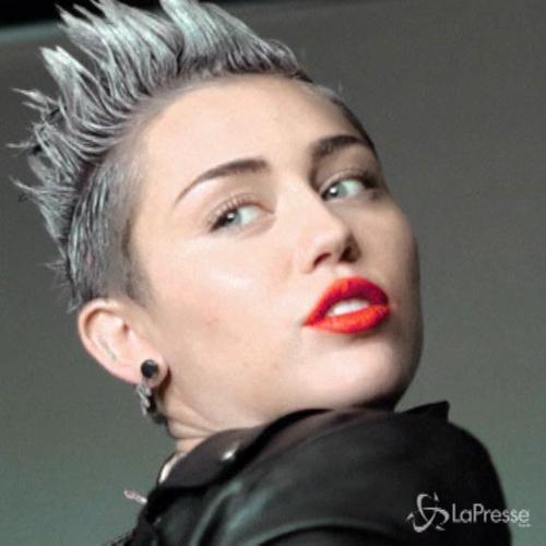 Miley Cyrus compie 22 anni: da Hannah Montana al sexy ...