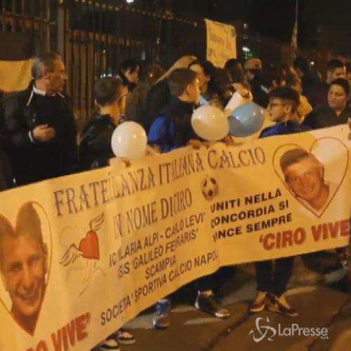 In centinaia alla fiaccolata in ricordo di Ciro Esposito: ...