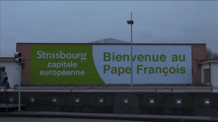 Papa Francesco vola a Strasburgo, timida attesa in città   ...