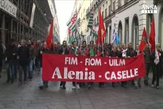 Lavoratori Finmeccanica in corteo a Torino
