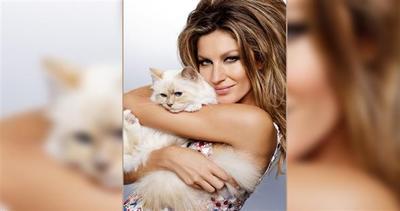 Gisele Bundchen con addosso soltanto...una gatta!